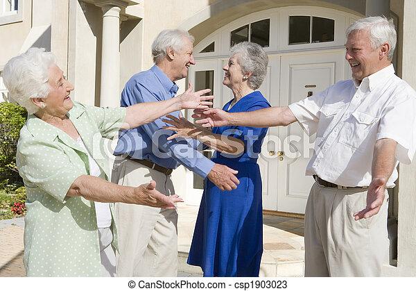 Senior couple greeting friends - csp1903023