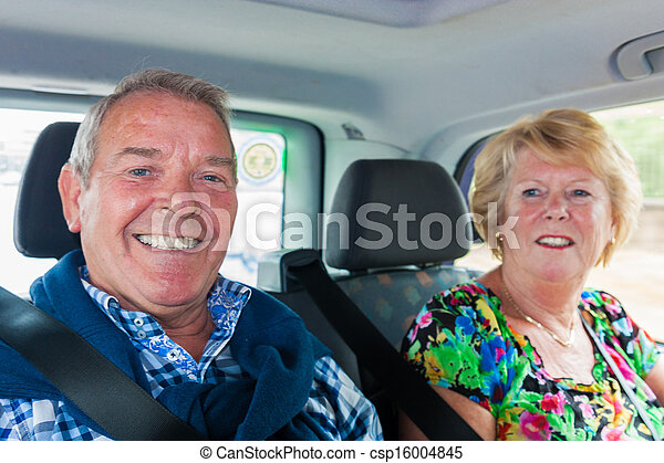 Taxi with senior passengers husband and wife - csp16004845