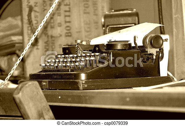 Vintage Typewriter - csp0079339
